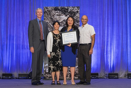 Drs. Kawaoka and Loh receive Innovation Gallery award